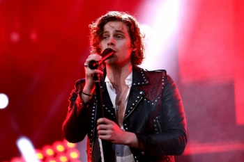 ON THIS DAY - LUKE HEMMINGS, 5 SECONDS OF SUMMER (VIDEO)