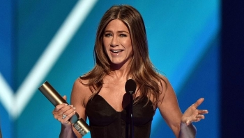 Jennifer Aniston nderohet me People's Icon Award