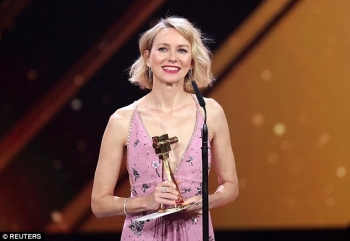 Naomi Watts, Ewan McGregor dhe Liam Neeson me trofe në Golden Camera Awards