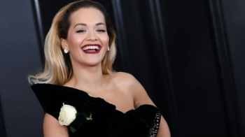 "Sonte ""Global Awards"", performon Rita Ora (Foto)"