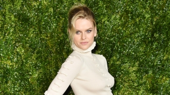 "Alice Eve pjesë e ""The Queen Mary"""