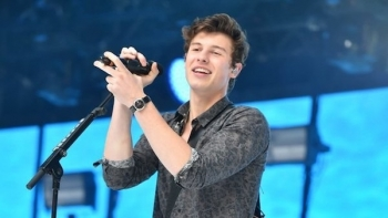 "Shawn Mendes publikon këngën e re ""Lost In Japan"" (Video)"