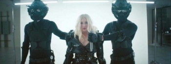 "Christina Aguilera dhe Demi Lovato publikojnë videoklipin e ""Fall In Line"" (Video)"