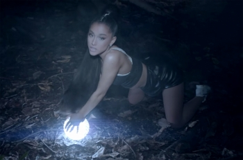 "Ariana dhe Nicki publikojnë videoklipin ""The Light Is Coming"""