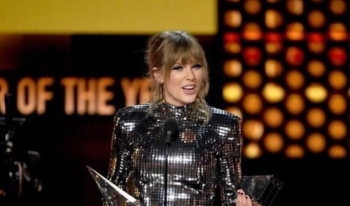 Taylor Swift fituese e American Music Awards 2018